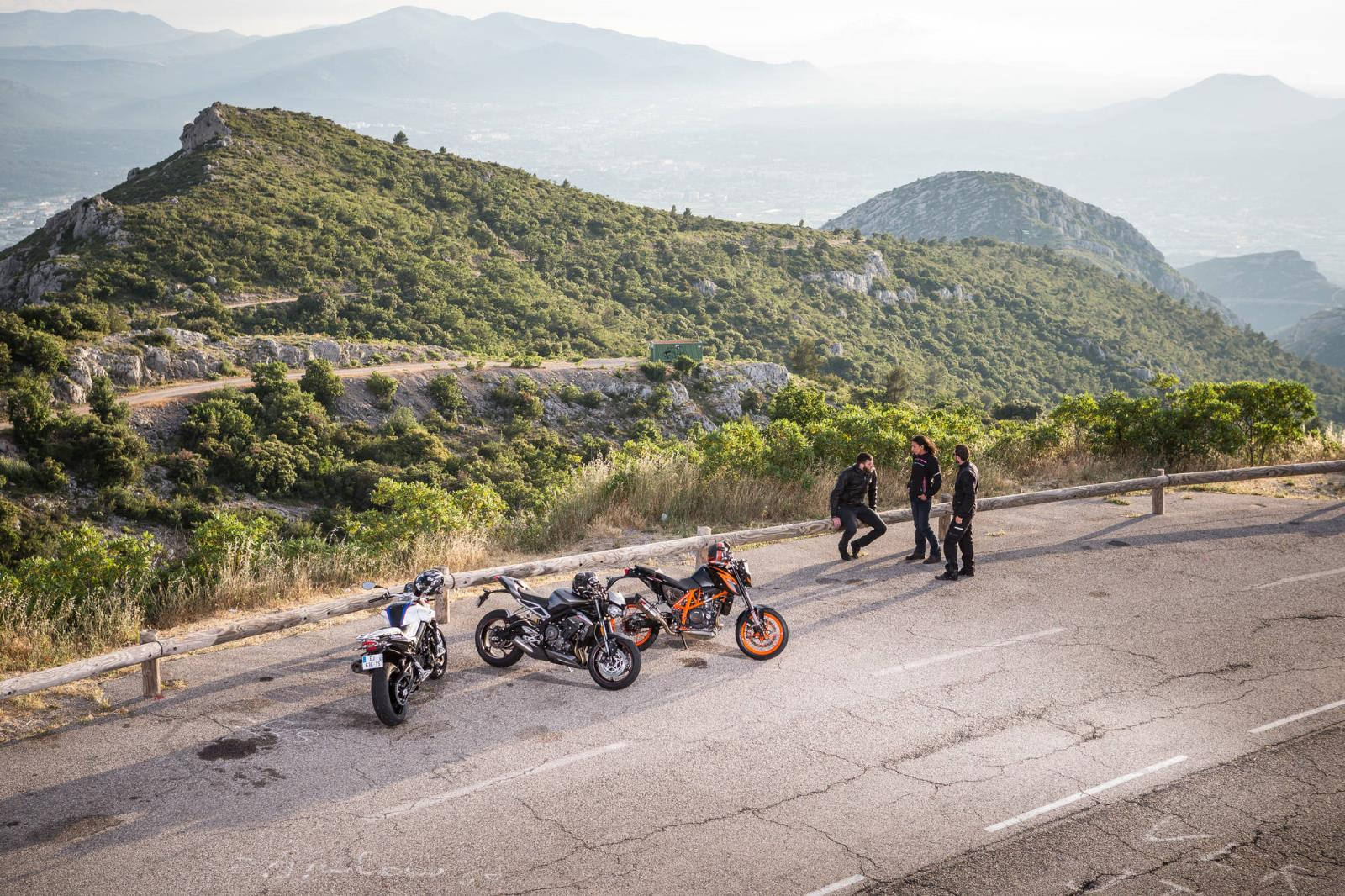 MICHELIN_Road_5_BMW_F800R_KTM_650Duke_Triumph_StreetTriple_005.jpg