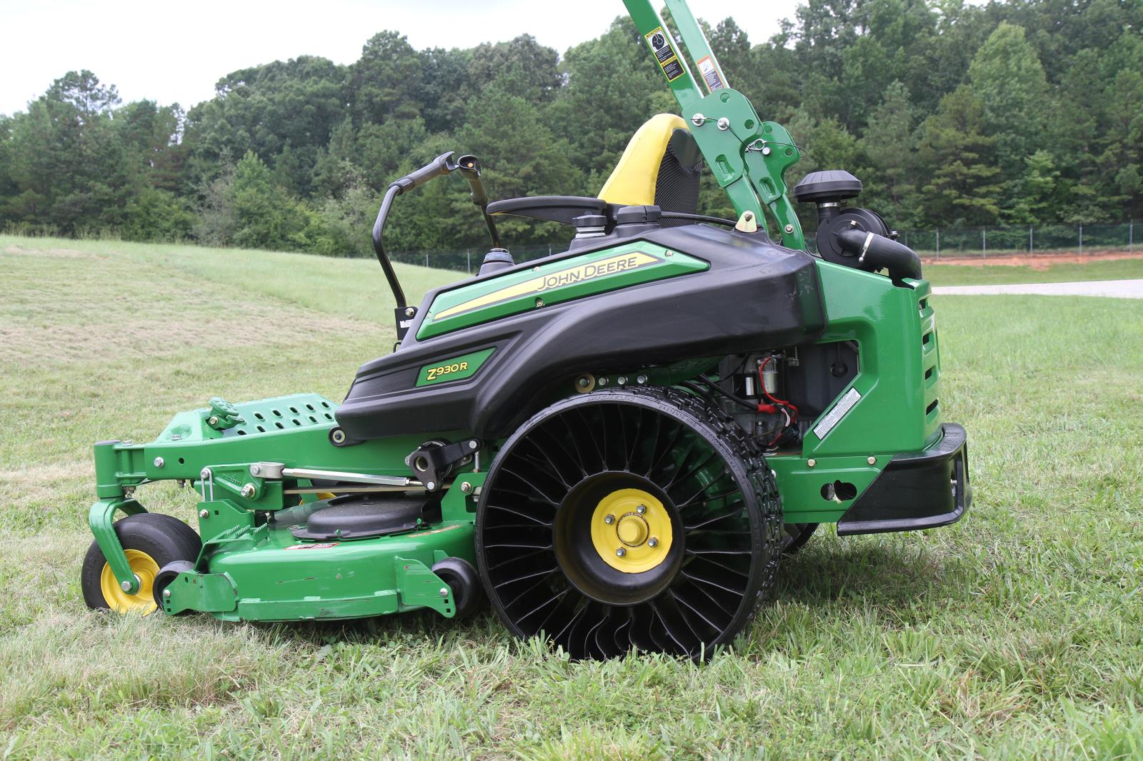 michelin to provide airless radial tire for john deere ztrak 900